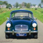 MG-MGA-Coupe-british-racing-green-01b