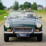 MG-MGB-roadster-british-racing-green-01b